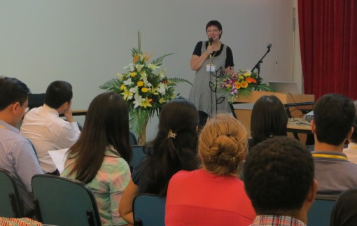 DAAD-Außenstellenleiterin Anke Stahl begrüßt die Workshopteilnehmer  Foto: DAAD Außenstelle Hanoi