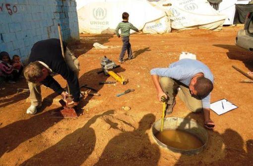 Vor Ort: Die Studierenden untersuchen die Wasserbedingungen vor Ort © MSc IWRM Programme