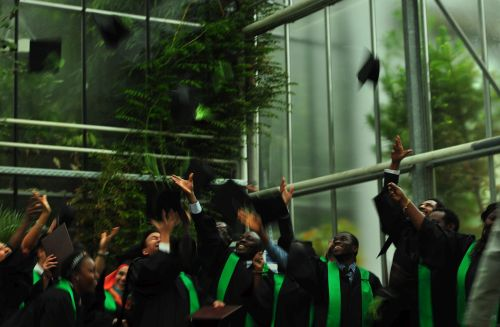 Absolventen feiern ihren Abschluss © Jorge Anariba