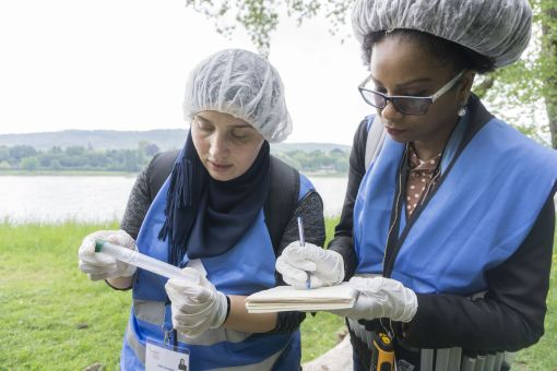 In a summer school, students simulated the hazards of flooding on the bank of the Rhine in Bonn ©UNU-EHS/ Aileen Orate